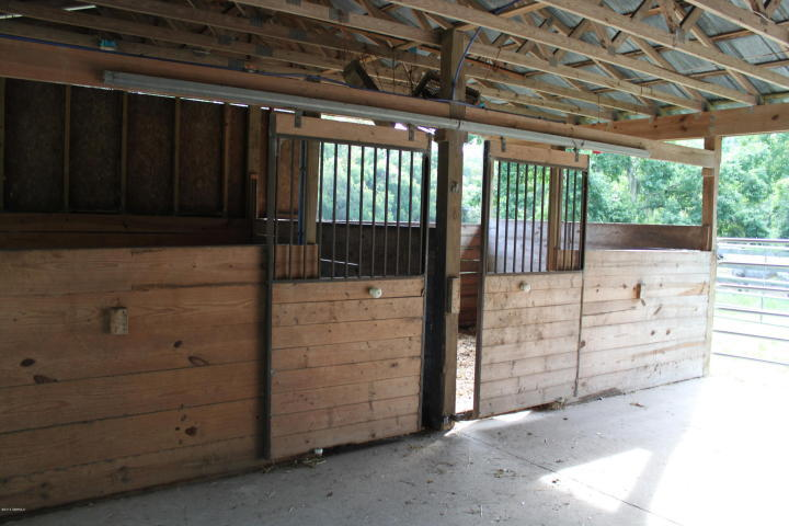 Horse Farm available for sale in Beaufort, with stables