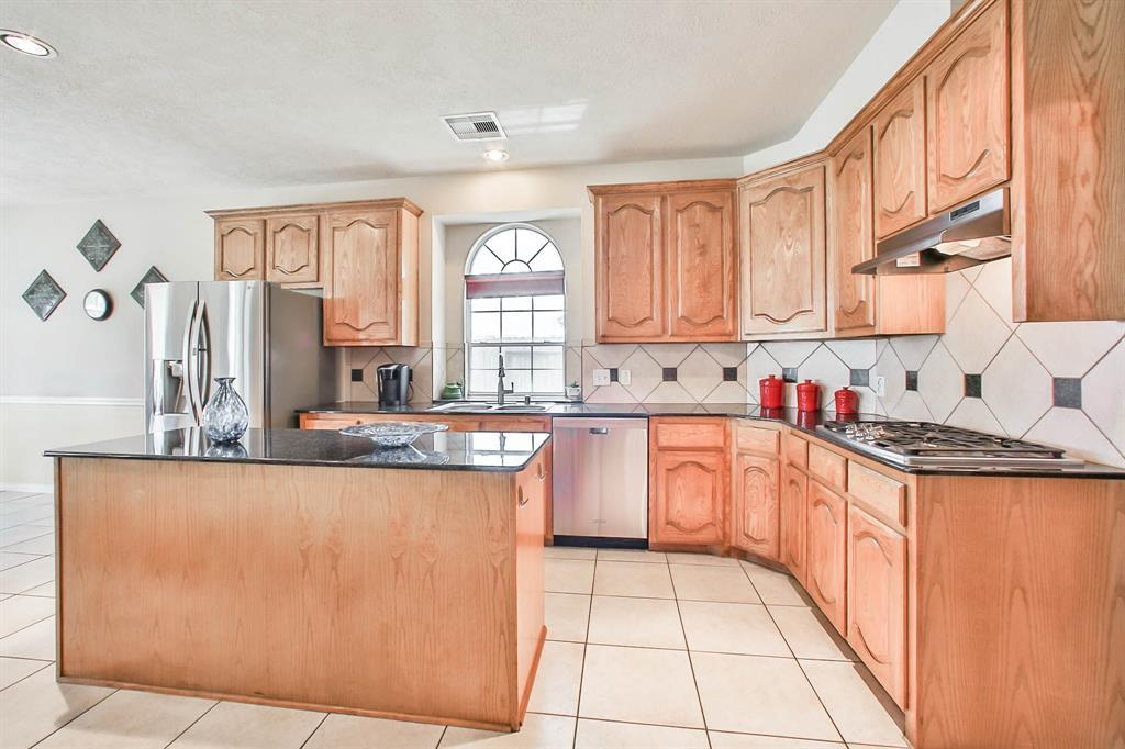 Create Chef Inspired Cuisines In The Island Kitchen With Gas Cooktop,  Breakfast Bar, Butleru0027s Pantry, And Ample Storage Space. Luxuriate In The  Spacious ...