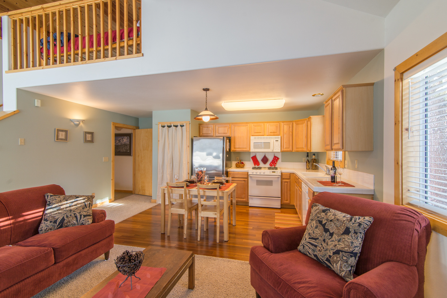 Townhome gem in tahoe donner for Townhomes with first floor master