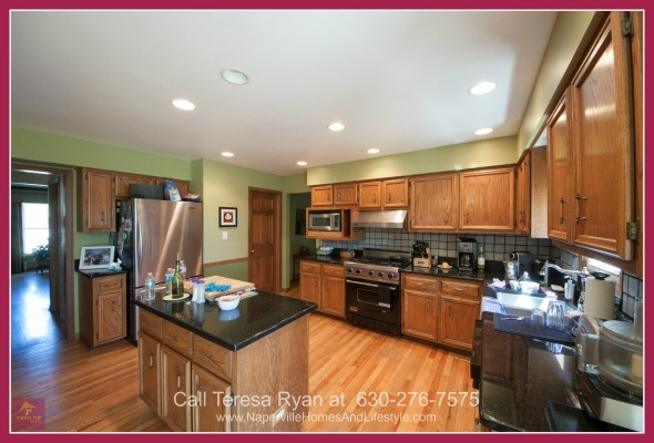 Naperville IL Homes -  	Delight your guests with your culinary expertise in the lovely kitchen of this Naperville home for sale.