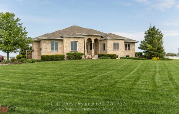Horse Farms in Wilmington IL  - A serene lifestyle is waiting for you in this Wilmington IL property for sale.