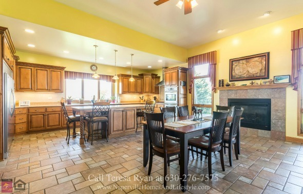 Wilmington IL Homes - The gourmet kitchen of this Wilmington home for sale is ready to deliver the best meals, be it a simple family dinner or a large holiday party.