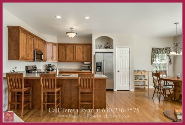 Oswego IL  Homes - Entertain family and friends without a worry for space in the large eat-in kitchen of this home for sale in Oswego.