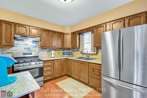 North Aurora IL Homes for Sale - This North Aurora home is a merge of function and style.