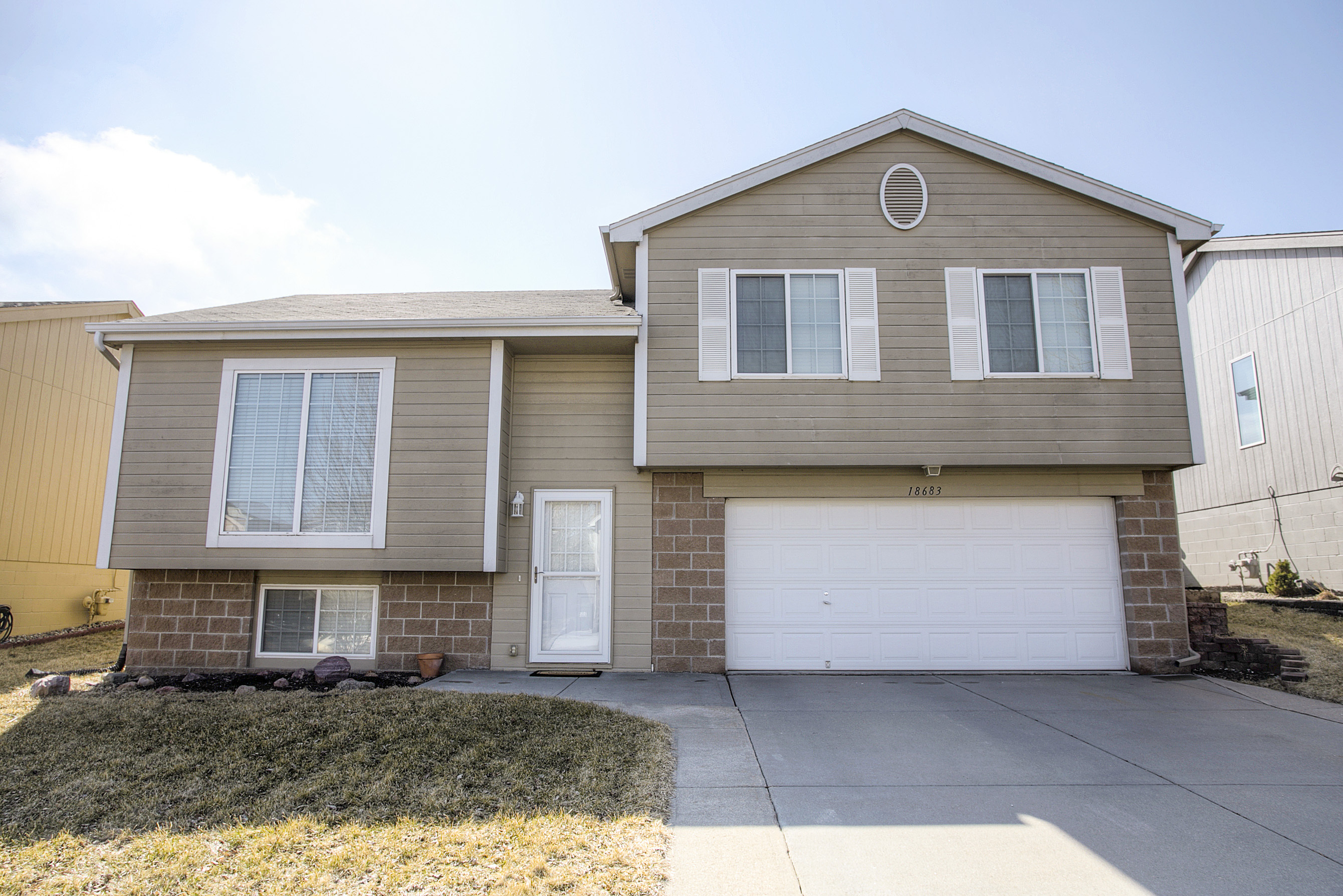 New listing multi level home for sale in coyote run for Multi level homes for sale