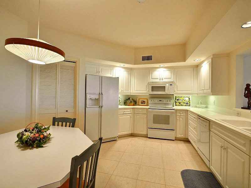 Colony Club oceanfront kitchen